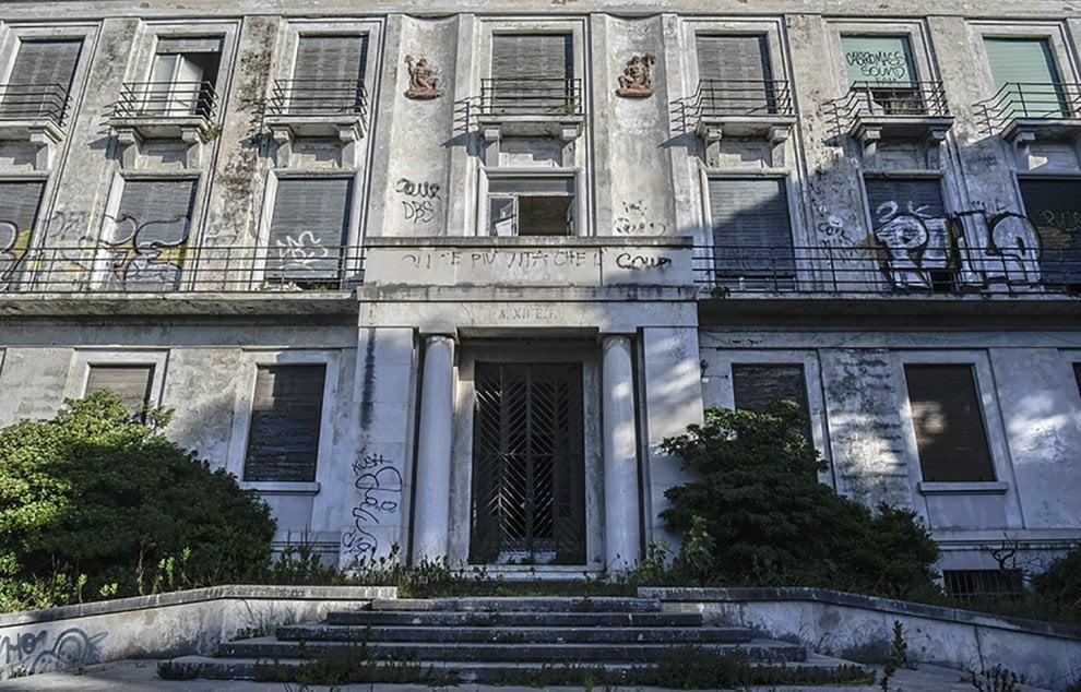 Quel che resta dell'ospedale: reportage d'autore a Lecce