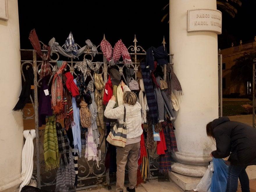 Foggia, le sciarpe sospese per i senzatetto