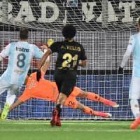 Calcio, il Bari fa una figuraccia con l'Entella (3-1) ma resta primo aspettando