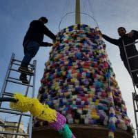 Cagnano, l'albero di Natale con le reti usate per le cozze