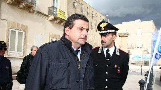 Ilva, Calenda va a Taranto e riavvia il dialogo con Regione e Comune. Emiliano: fatto importante
