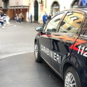 Lecce, spara contro il cane del vicino che abbaia troppo: arrestato 72enne