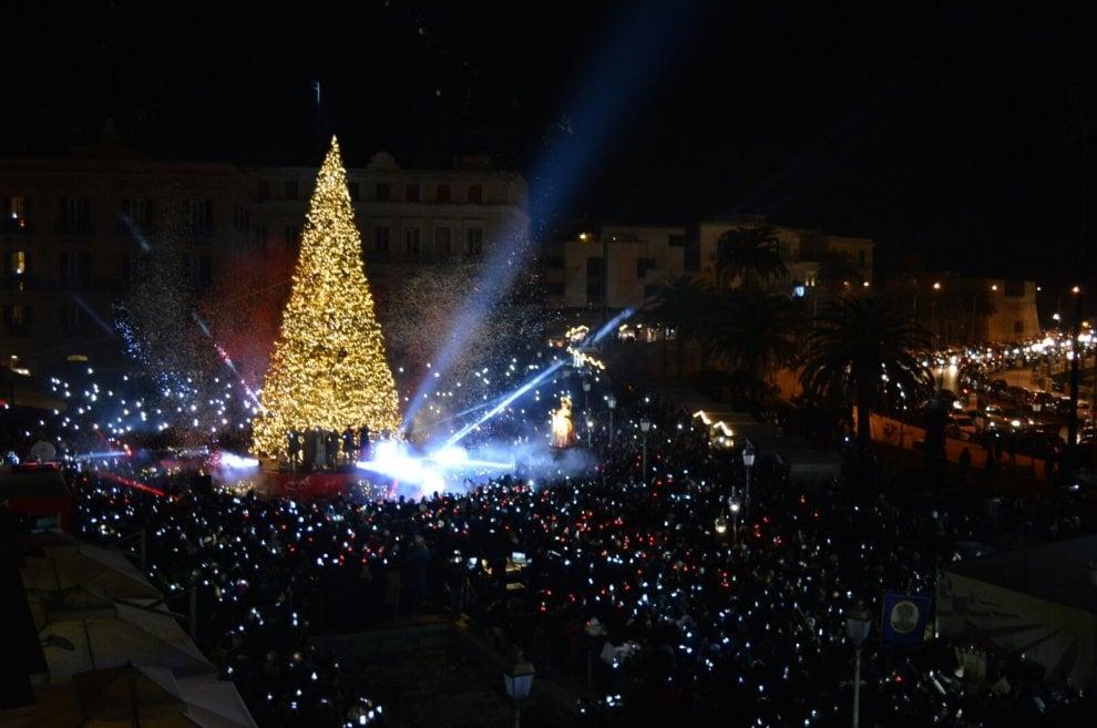 Bari vecchia, l'albero di Natale accende le feste