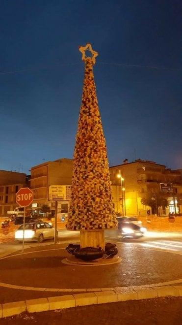 L'albero di Natale addobba le piazze di Puglia