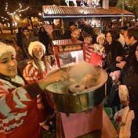 Shopping, mercatini e canti: di domenica è già Natale