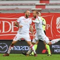 Calcio, il Bari sbanca Perugia (1-3) con Nené e due gol di Galano. Giovedì il Parma al San Nicola