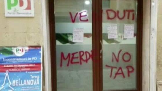 """Salento, scritte anti Tap sulla sede Pd per contestare la viceministra Bellanova: """"Clima preoccupante"""""""