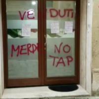 Salento, scritte anti Tap sulla sede Pd per contestare la viceministra Bellanova: