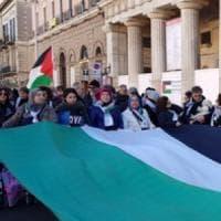 Bari, la comunità palestinese in piazza contro Trump: