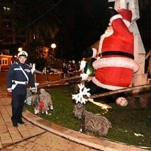 Bari, in piazza Umberto spaccio di droga accanto al villaggio di Babbo Natale: arresti e controlli