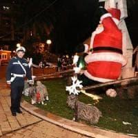 Bari, in piazza Umberto spaccio di droga accanto al villaggio di Babbo Natale: