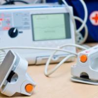 Bari, 60 defibrillatori in arrivo nelle scuole comunali: investiti 110mila