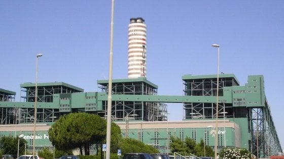 Brindisi, tangenti per gli appalti nella centrale Enel di Cerano: ecco gli 8 indagati a rischio processo