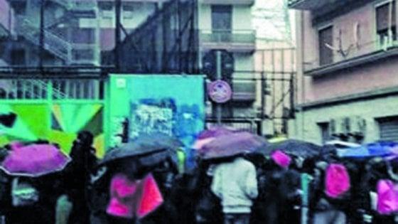 Studenti tentano occupare scuola a Bari