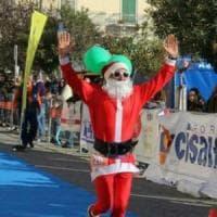 Puglia, in gara vestito da Babbo Natale: scatta la squalifica per il maratoneta