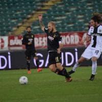 Calcio, Bari e Parma giocano a non farsi male: 0-0 sotto il gelo del San