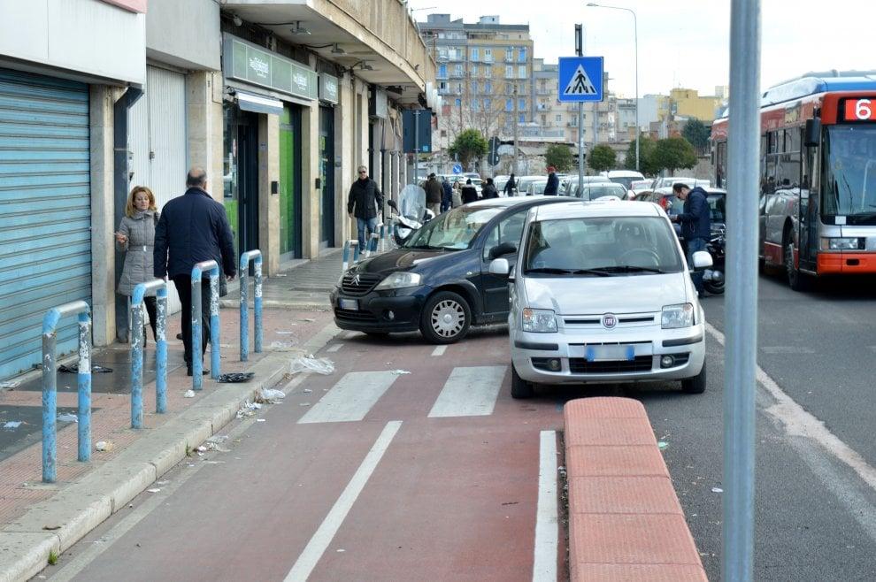 Bari, piste ciclabili da incubo: rotte o occupate dalle auto