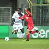 Calcio, a Carpi il Bari domina ma non segna: lo 0-0 l'allontana dalla vetta