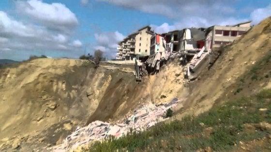 Frana a Stigliano, il governo dichiara lo stato di emergenza: dissesto minaccia le case