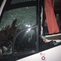 Calcio, vigilia violenta per il Lecce a Trapani: pietre nella notte sul