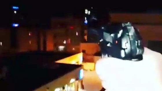 Taranto, spara dal balcone e si filma su Instagram. Decine di feriti in Puglia per i botti di San Silvestro