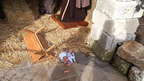 Salento, vandali in azione al presepe di Guagnano: distrutta la statua di Gesù bambino