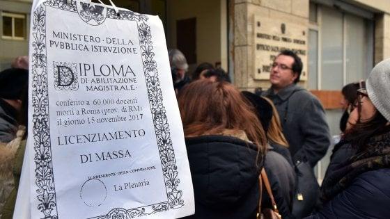 """Scuola, insegnanti in sciopero a Bari annunciano ricorso contro l'esclusione: """"Saremo tremila"""""""
