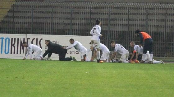 """Lecce calcio, l'ira dei tifosi fa saltare l'acquisto di Strambelli: """"Esultò col trenino barese"""""""