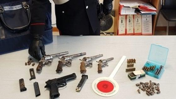 Bitonto, arsenale a casa di un poliziotto penitenziario in pensione: scatta l'arresto