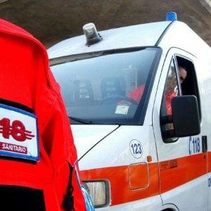 Taranto, scontro fra 2 furgoni e 3 auto sulla statale 100: muore una 54enne, 6 feriti