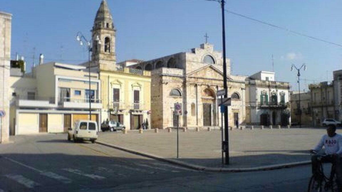 Sammichele palazzo abusivo nel centro storico chiesto il for Quattro ristoranti genova
