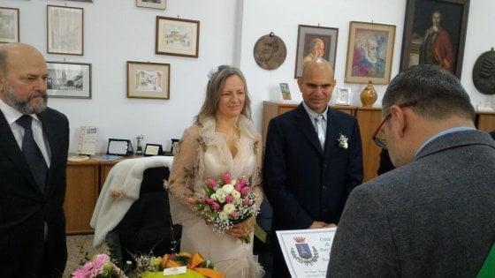 """Brindisi, rilasciato dal Cie il migrante che non ha potuto festeggiare le nozze: """"Avrà un nuovo permesso"""""""