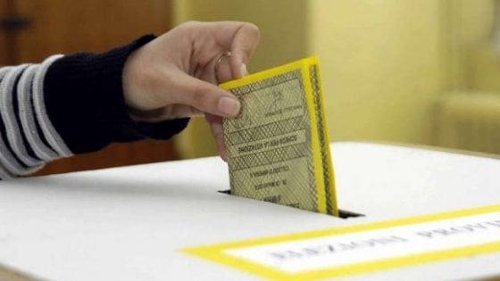 'Votarti m'affatica': a Lecce si parla di politica e comunicazione con Bianchi, Nicodemo & Co.