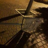 Bari, vandalizzata la targa in ricordo di Giacomo Decaro: era stata inaugurata meno di un mese fa