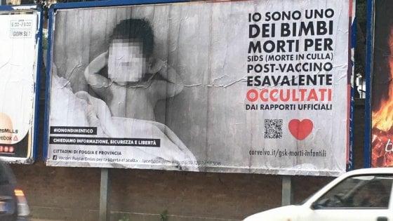 """""""Sono un bimbo morto dopo il vaccino"""". E i medici di Foggia s'indignano per il manifesto no vax"""