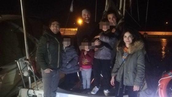 """Bari, al porto attracca la barca della famiglia Portesan: """"Faremo il giro del mondo in due anni"""""""