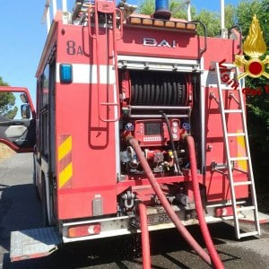 Matera, a fuoco il bus degli studenti pendolari: panico a bordo ma nessun ferito