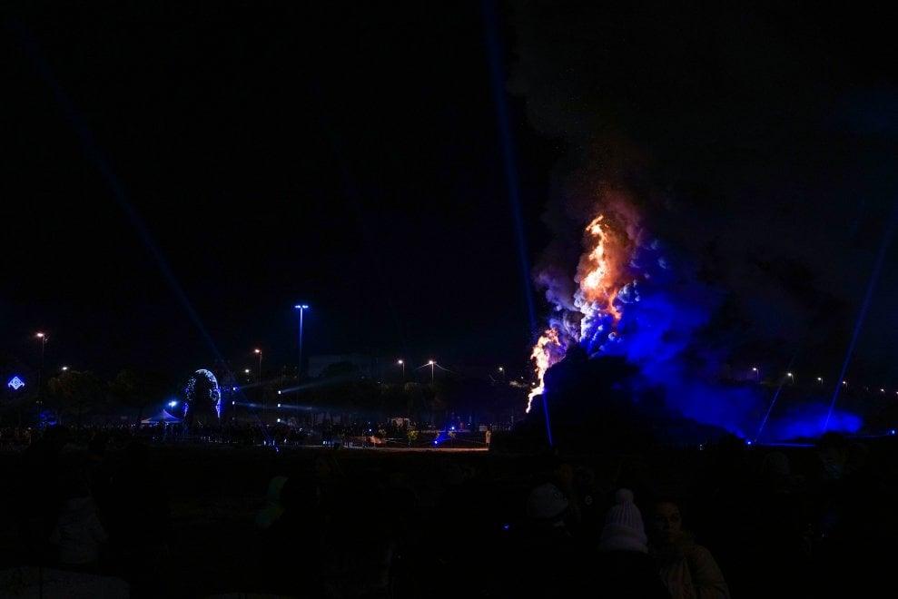 Non solo Fòcara, a Grottaglie brucia la 'Pira'