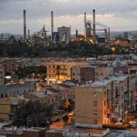 Ilva di Taranto, al via la copertura dei parchi minerari. Emiliano contro il governo: