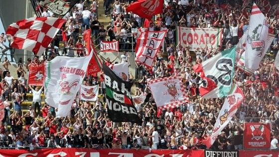 """Calcio, gli ultrà del Bari minacciano società e giocatori: """"Innesteremo pericolosa spirale"""""""