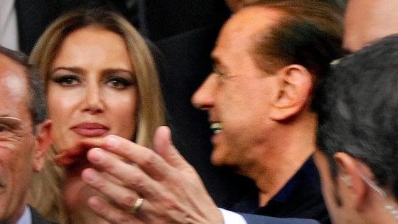 """Escort, atti alla Consulta: """"Legge Merlin incostituzionale: ragazze volontarie da Berlusconi"""""""