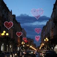 San Valentino, i cuori illuminano Trani
