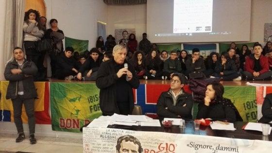"""Mafia, don Ciotti a Bari: """"Non si risponde mai alla violenza con la violenza"""""""