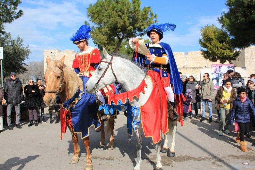 Cavalieri e dame in giro per Barletta: è festa per i 515 anni della Disfida