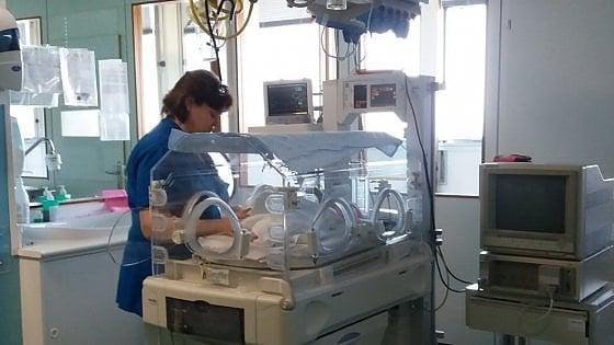 Antibiotico salva bimba neonata da una malattia rarissima, primo caso al mondo