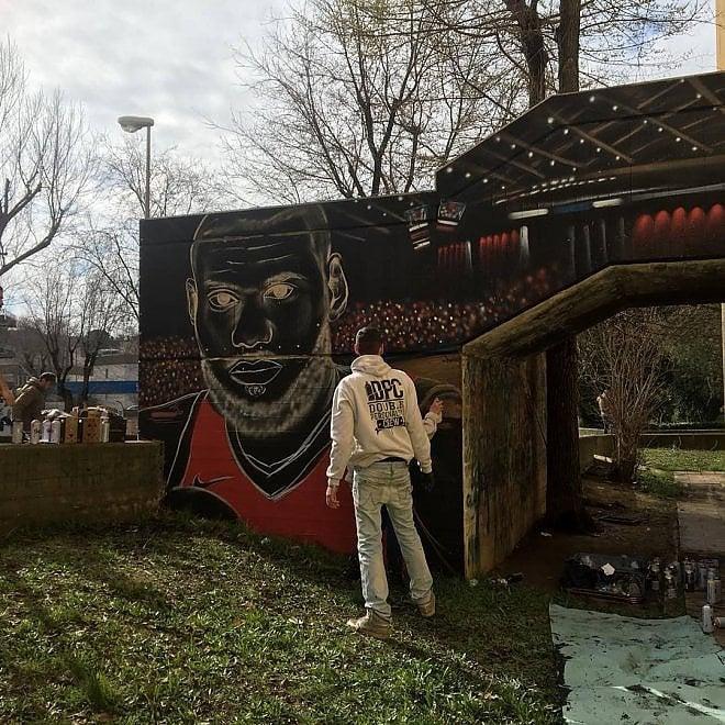 Matera, il restyling del Palasassi a colpi di graffiti