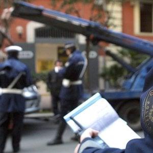 Bari, aggredisce i vigili che vogliono multarlo per l'auto in sosta vietata: arrestato