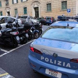 Taranto, perde il bus e la memoria: la polizia salva 81nne mentre vaga sulla statale