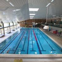 Bari, sesso con la sua allieva 13enne: istruttore di nuoto condannato a 2 anni