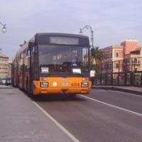 Taranto, due controllori aggrediti sul bus da un 19enne senza biglietto